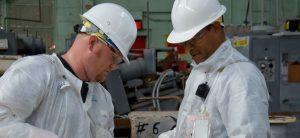 Jaka odzież ochronna zapewnia bezpieczeństwo na placu budowy?